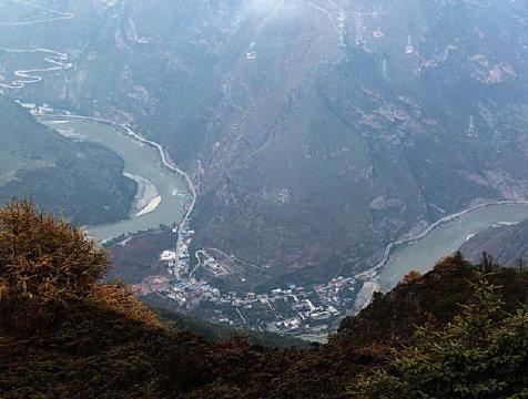 雅安必游景点 大渡河峡谷位于四川省乐山市金口河区,雅安市汉源县与