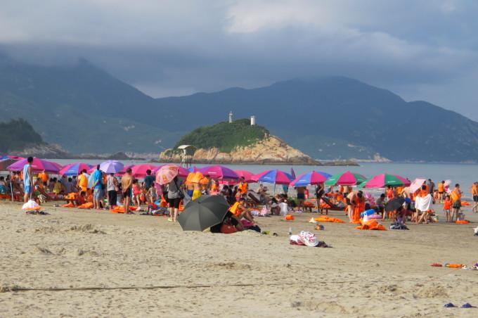 广东台山的上川岛阳光充足,大海,蓝天,白云构成一幅美丽的图画.