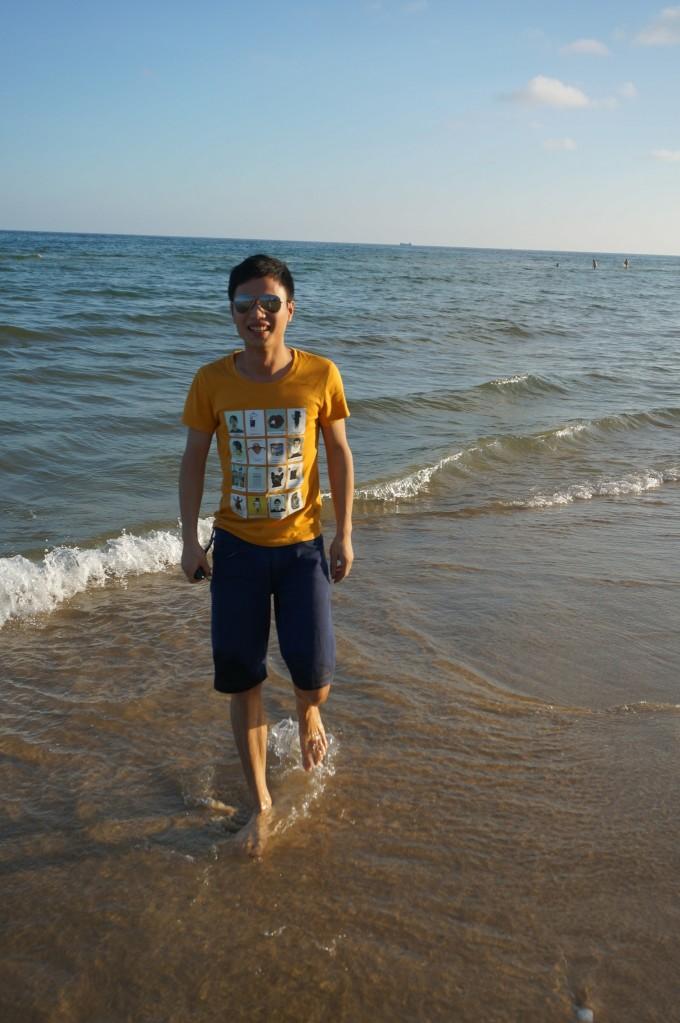 休整后开始奔向大海(十里银滩),这里是免费的,个人觉的要比收费的大角