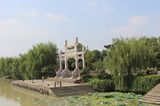 从杭州去塘栖还是比较方便的,住的小区门口就有直达的公交车,十一第