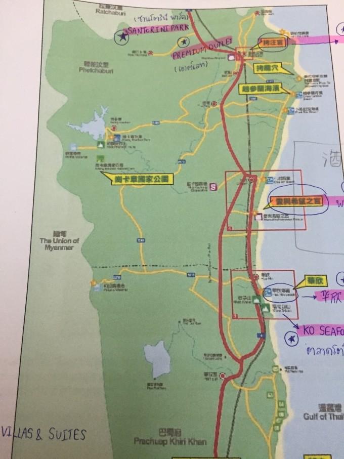 自驾车约3小时行程,坐火车大约4个小时。它被称作是泰国最传统的海滨胜地,皇室贵族们每年都会到华欣住一段时间,当今泰皇就长期居住于此地的行宫。虽然知名度比不上帕塔亚和普吉岛等旅游热点地区,但华欣也是泰国最早成形的一处海滨度假胜地,可谓是泰国旅游业的老字辈。此地的高尔夫球运动和温泉洗疗尤为知名,至今仍备受泰国人和外国游客的喜爱。 华欣的可玩点还是比较多的,人文景观来说,两座宫殿必看,第一座是拉玛四世的考汪皇宫,拉玛四世就是著名好莱坞电影《安娜与国王》里的华人影星周润发饰演的那位皇帝。传说他因为钟爱考汪山