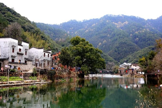 """瑶里古镇是景德镇的一个景区,  瑶里镇,古名""""窑里"""",因是景德镇陶瓷发"""