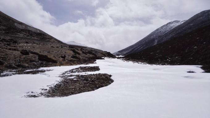 遇见一条结冰的河流.