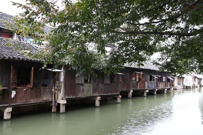 西栅很大,面积是东栅的3倍,应该说是经过打造的具有江南水乡特色的