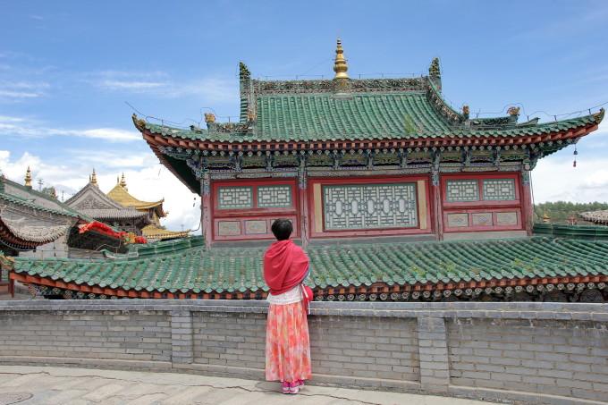 每座宝塔均属于方形底座,圆身,为典型的藏式塔,其底座塔基周长9.