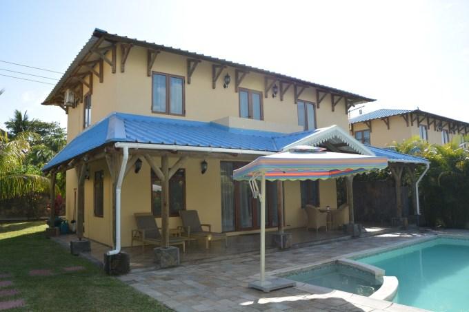 别墅两层半欧式蓝顶