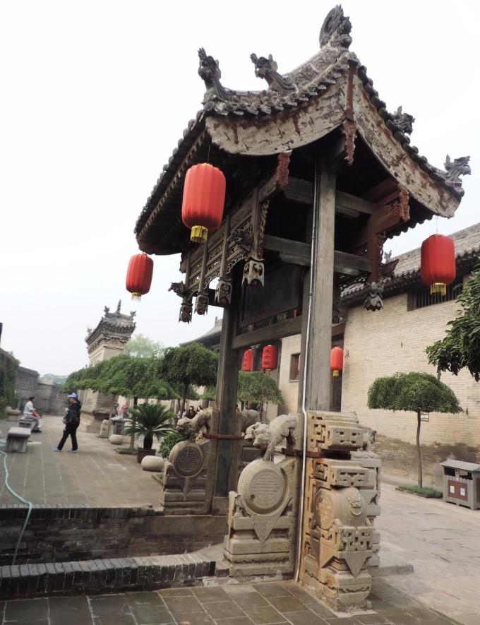 凝瑞居与敦厚宅内的檐柱,楼梯,抱鼓石,墙面装饰和雕梁画栋