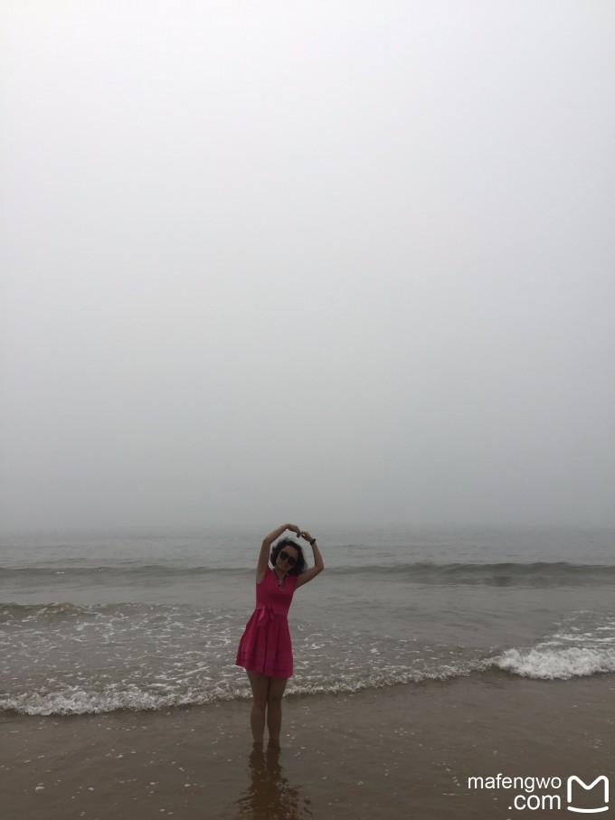 金沙滩位于山东半岛南端黄海之滨,青岛市黄岛区凤凰岛.