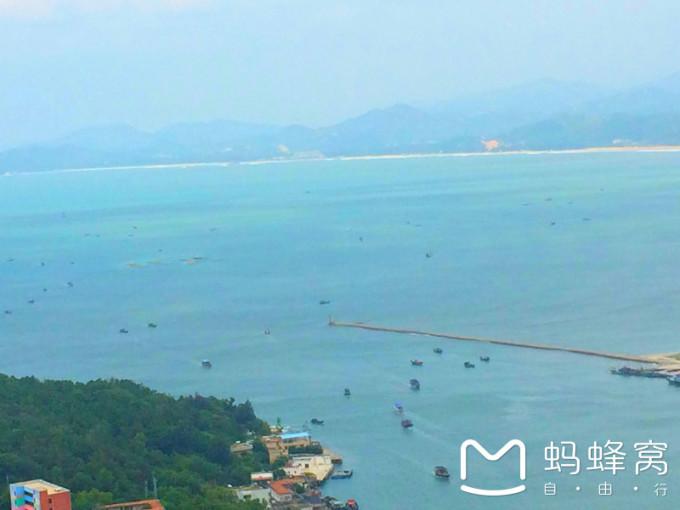惠州 →西湖风景区及周边  大星山 山不高,一会就到了 这就 是:双月湾