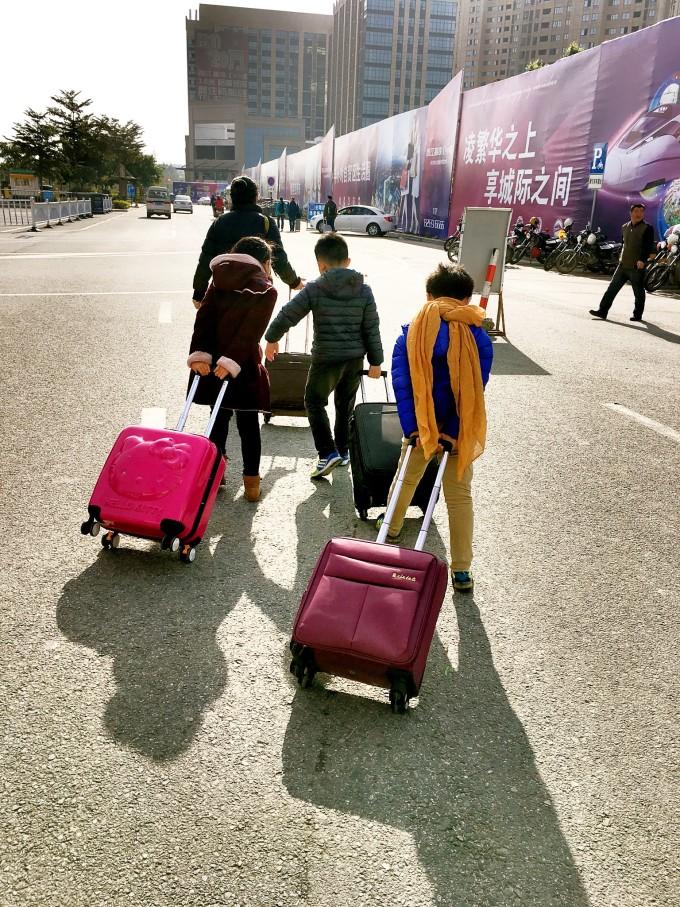从晋江动车站到晋江飞机场有免费大巴接送需要半个