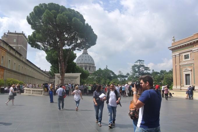 梵蒂冈博物馆是世界上最早的博物馆之一,由12个陈列馆与5个艺术长廊