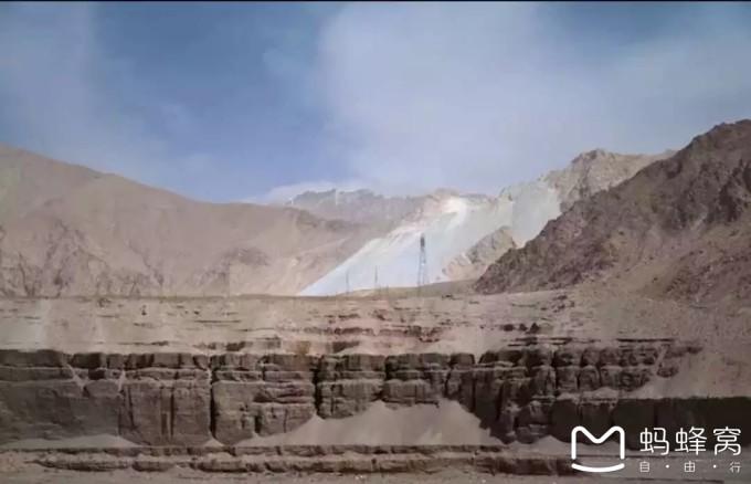 格尔木市位于海西蒙古族藏族自治州境南部,西接新疆自治区