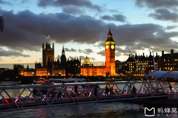 肯定要去坐啦~ 伦敦眼                  出了伦敦眼,去了伦敦塔,有