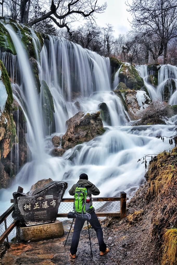 壁纸 风景 旅游 瀑布 山水 桌面 680_1018 竖版 竖屏 手机
