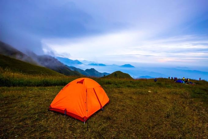 夜里野外帐篷风景